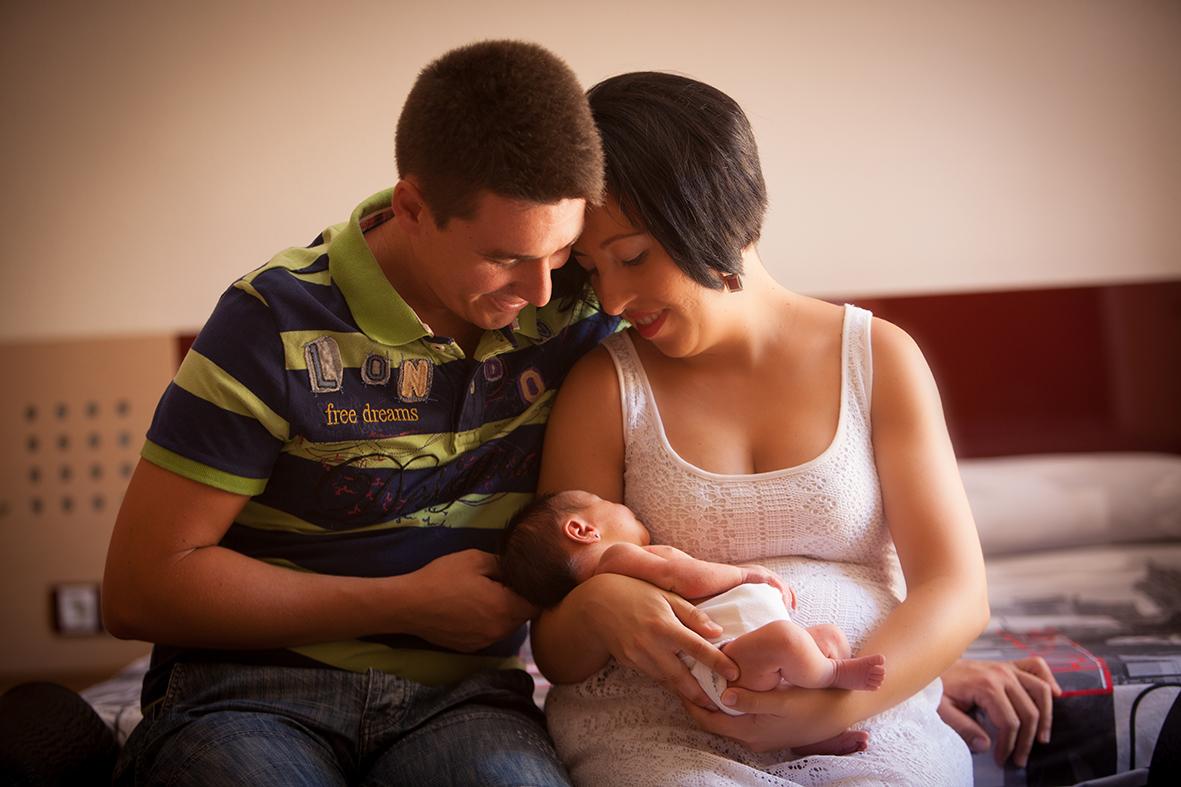 Acabando en la cara de mi hija para mas videos de nenitas entra en wwwnenasputitasblogspotcom - 3 1